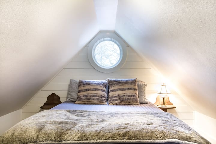 Cozy and cute Fairhaven Hideaway - Bellingham