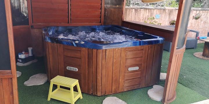 """Style """" Indus"""" pour cette villa avec piscine & spa"""