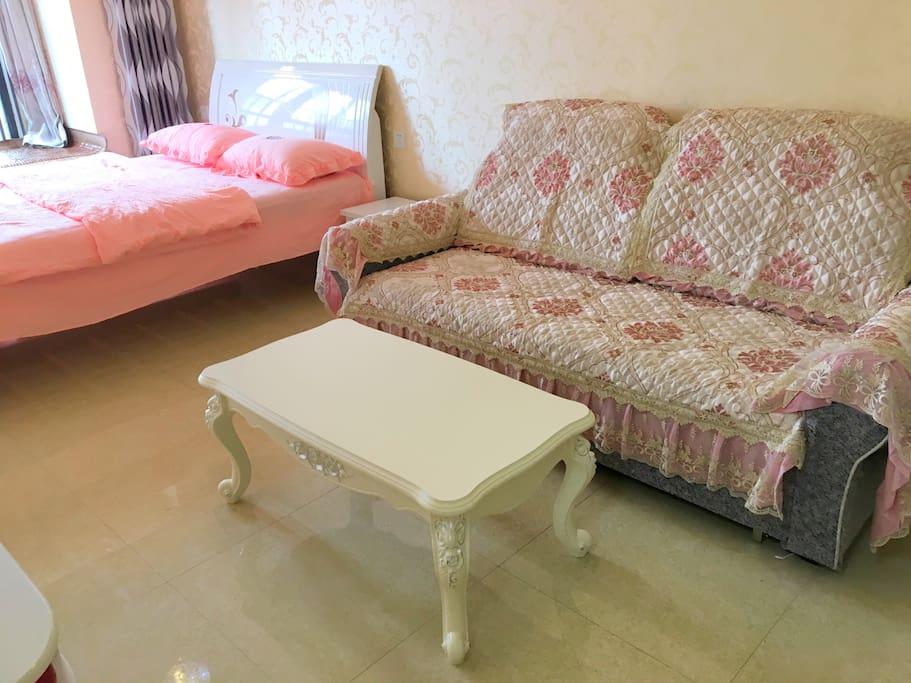 客厅区域,2米长沙发,给您休闲小憩的舒适体验,您看到的,就将是您拥有的。