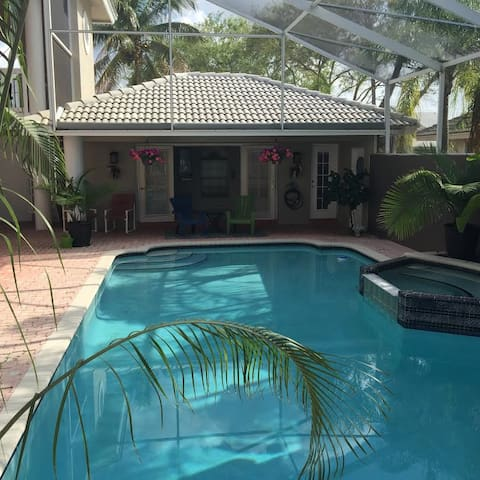 Poolside Cabana - Guest Quarters - Coral Springs