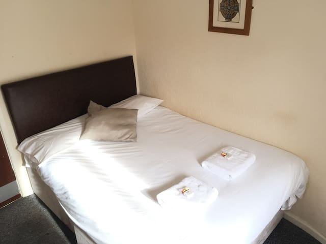 Basic En-suite Double Room