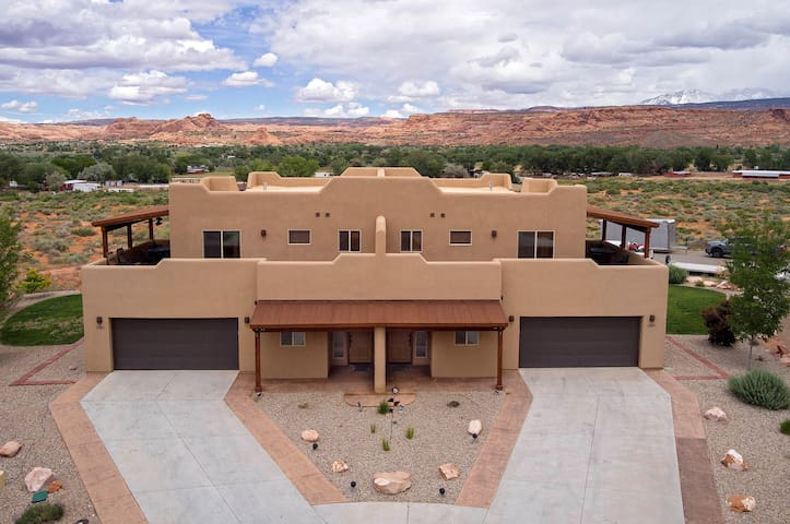 SG3 | Room for Everyone in this Upscale Moab Condo