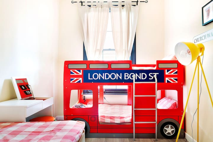 London bus bed in Kings cross