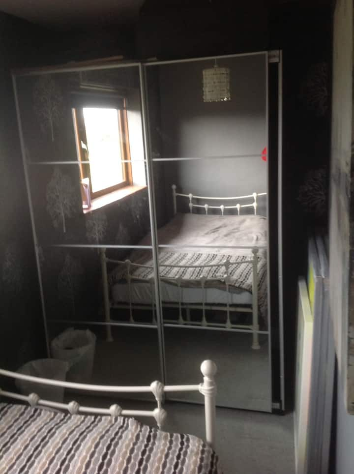 Cosy small double room, quiet house great location
