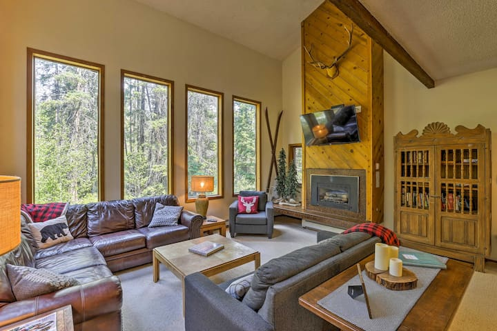 Serene & Private Winter Park Ski Chalet w/Hot Tub!