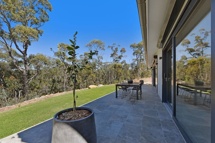 Eco-Friendly Newly Built Home, Bushland Sanctuary