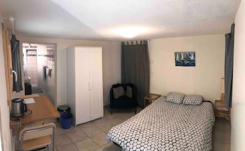 Quiet and independent room, 15km from Lausanne.