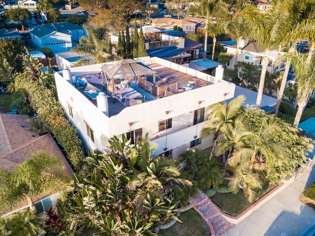 5BR 5BA Beach House - spa, sauna, gym & more!!