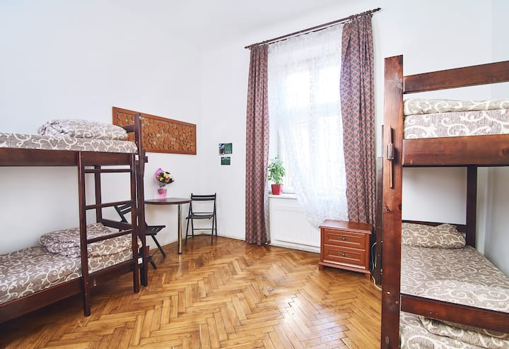Bed in cosy 4 bed dorm - LONG TERM DISCOUNT