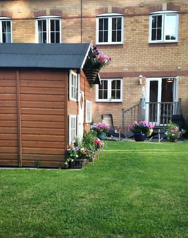Cosy Home with Friendly Hosts. - Caversham, Reading  - House