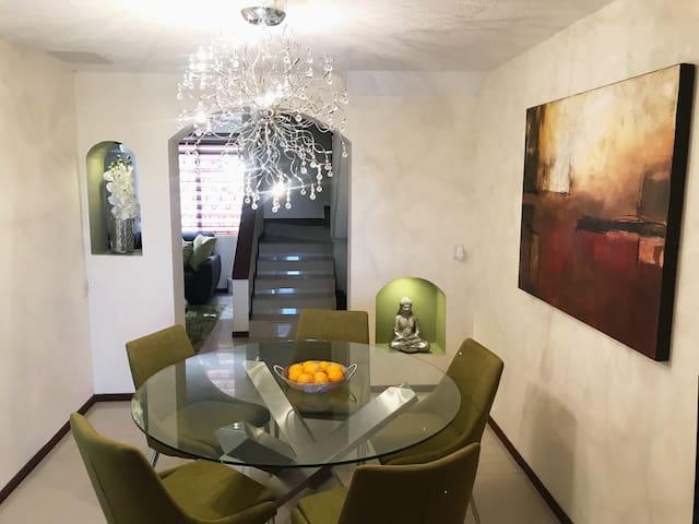 **Elegante casa en Valle del Contry Ubicación*****