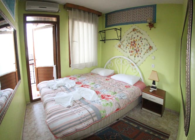 private room wc, shower, ac, heater - Selçuk - House