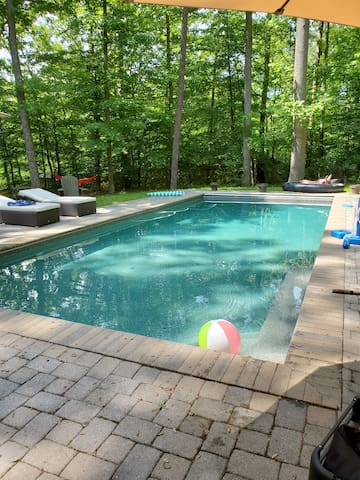 Private Home, Sleeps 14, HUGE Hot Tub and Fire Pit