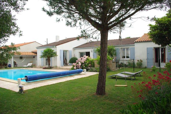 Spacieuse Villa 8pers. avec Piscine - La Rochelle - Huis