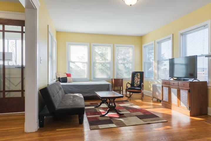3br2b by Subway w Parking WashDry WifiNetflixCable