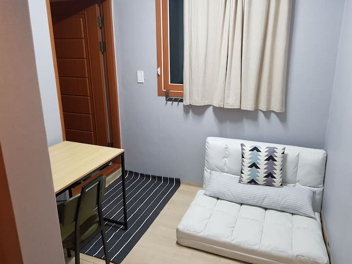 Aaron's House - Private Room 2