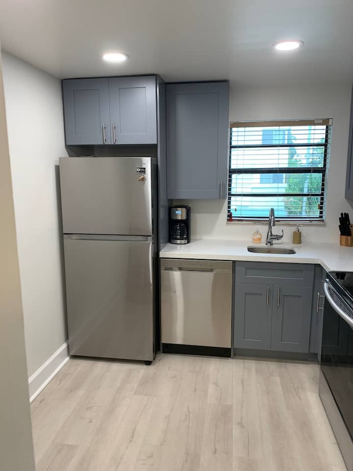 Boutique South Beach 2 BR, 2 BT with Parking