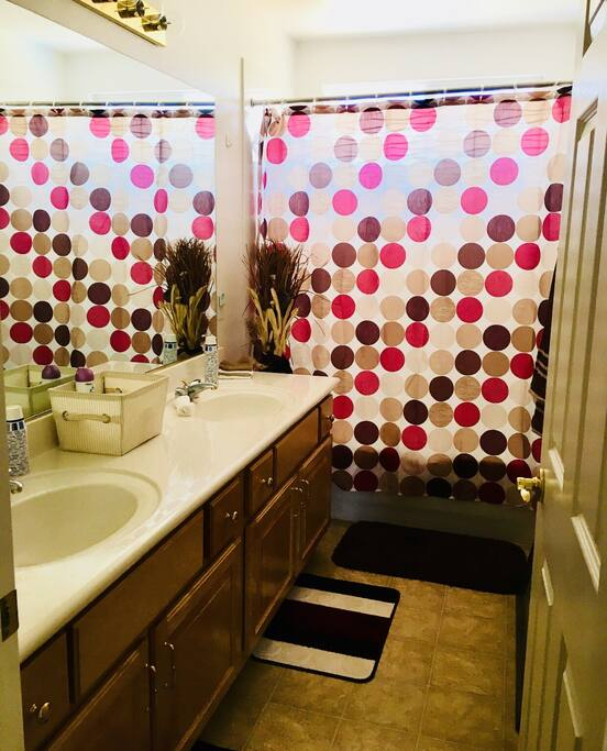 Guest bathroom with Jack and Jill sinks