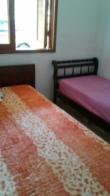 Quarto cama casal + cama solteiro