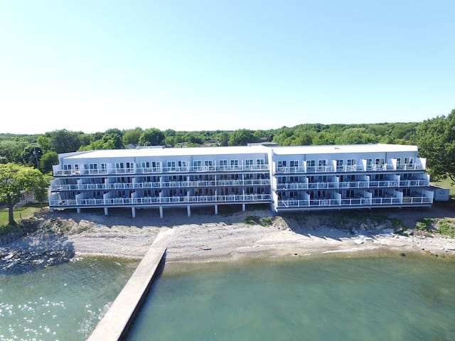 Brand New 4 Bedroom 2 Bath Condo next to the water - Sleeps up to 10 max - Put-in-Bay Waterfront Condo #109