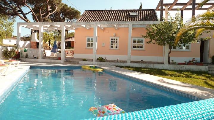 Villa familiale proche plage de Meco -PORTUGAL-