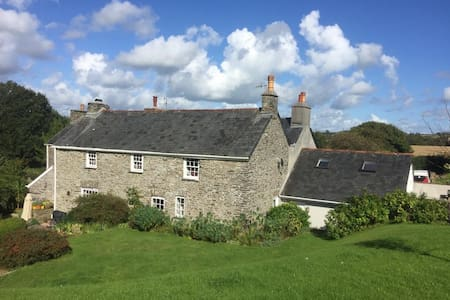 Comfortable double room in old Farm house.
