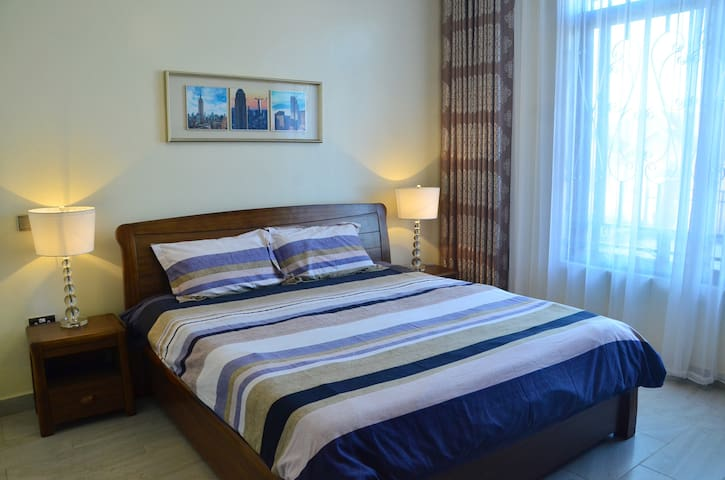 Master with king bed,mosquito net, side tables, side lamps,reading desk, chair and huge wardrobe.  High bed with comfortable mattress and quality bed linen. Huge windows for plenty of natural light. Beautiful dark curtains for undisturbed sleep.