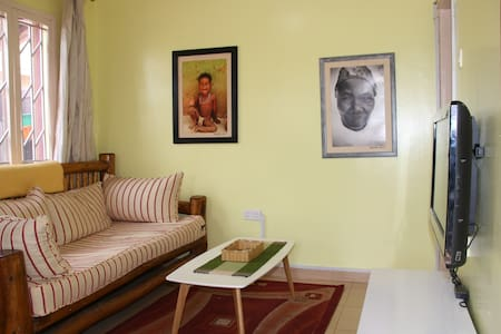 BAZINGA MAWANDA HOUSE- 1 BR /1 OFFICE / 1 BATH - Kampala