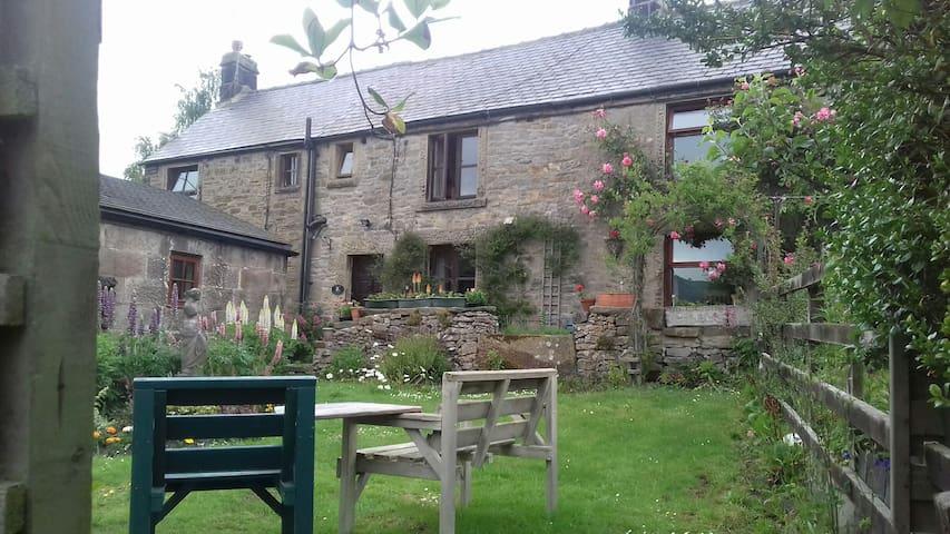 Jasmine Cottage, Youlgrave - walk, rest, unwind