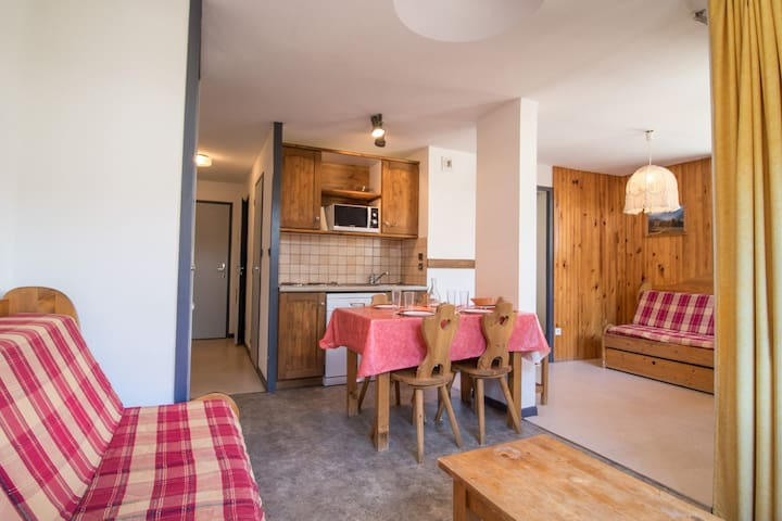 CA0011 Apartment in the village of Lanlebourg at 300m of the slopes