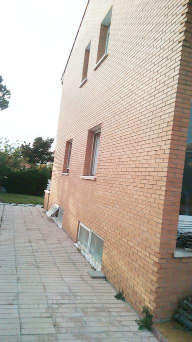 Lateral exterior Los Rosales