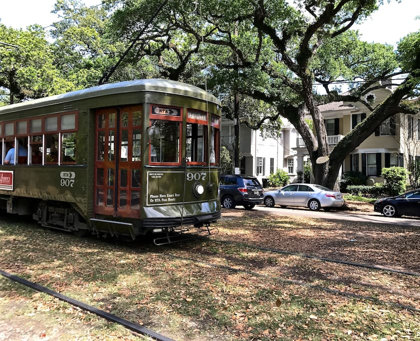 Access the St. Charles Street Car outside the front door @ Carrollton House.