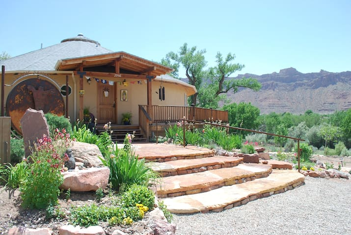 RED MOON LODGE, Organic Sanctuary Eagle Room - Moab - Bed & Breakfast