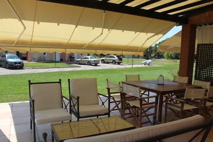 Paradise Beachfront Villa - Tripotamos - วิลล่า