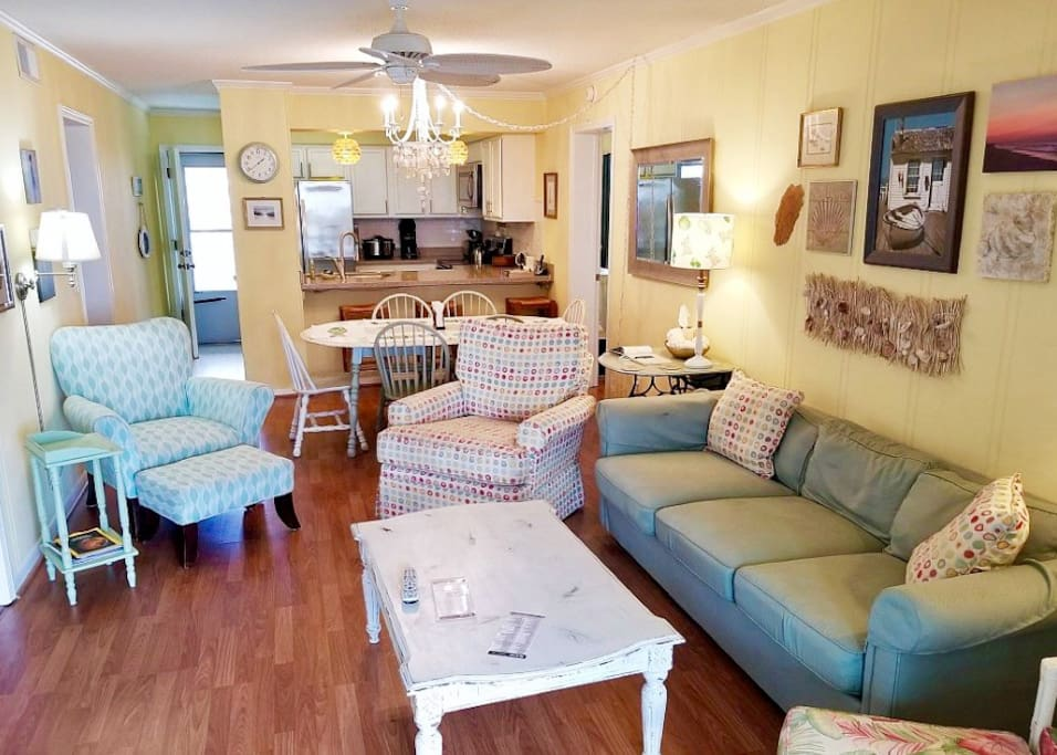 Main living w/ plenty of room to relax after a fun beach day