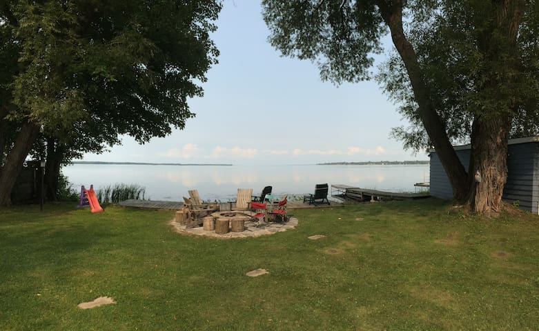 Gorgeous 4bdr Lake House Right on Lake Simcoe!