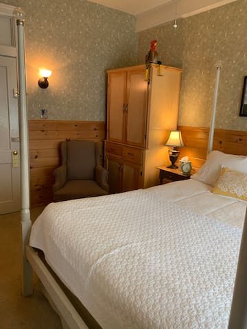 The New England Room @ The Waybury Inn