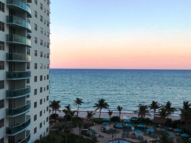 Fantastic Seafront Condo in Hollywood Beach!