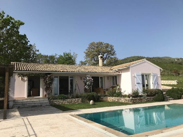 Tranquil villa in the hills above Kassiopi