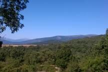 El Pajar está en Braojos de la Sierra, un pequeño pueblo, rodeado de montañas y bosques!!
