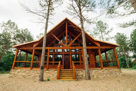 One Of These Nights LUXURY Cabin/HOT TUB