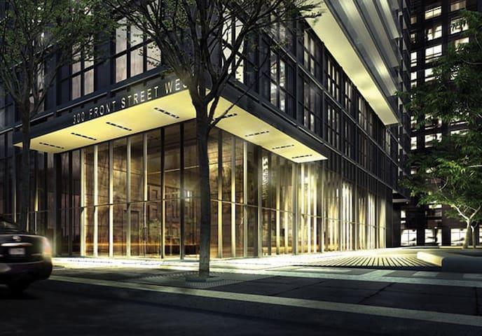 Executive Luxury Suite. Premium Downtown Location