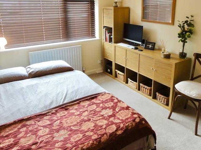Dbl room in lovely SE London flat. Great transport