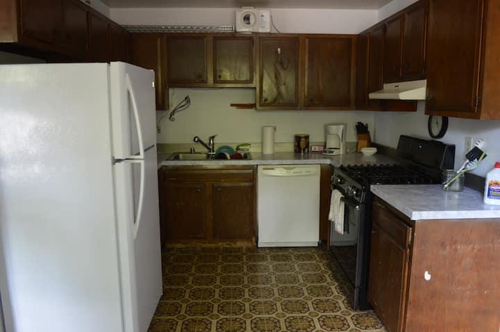 Beluga room:Priv King bed in Eastside Home