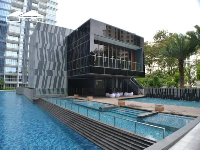 beautiful luxury shared 1 bedroom near MRT - Singapore - Hus