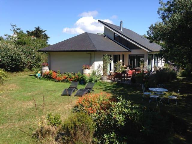 Maison bois à 1 km des plages - Lannion - Huis