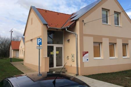 Villányi borvidéki apartmanok - Nagyharsány - Konukevi