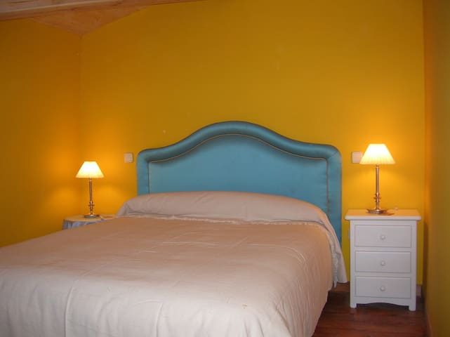 Hotel, bar-restaurante. Hab.22 - Miranda de Arga - Bed & Breakfast