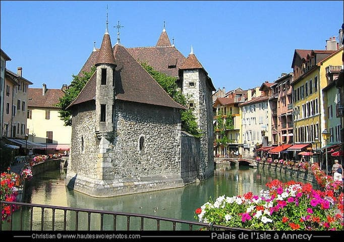 ANNECY  BEAU T3  A 10 MN CENTRE VILLE ANNECY