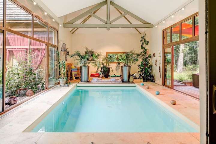 Luxurious villa in the forest with private indoor heated swimming pool, jacuzzi!